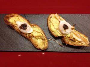 Pincho de puerro dos texturas con huevo de codorniz y trufa.