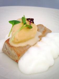 Tataki de atun ,helado de soja y espuma de limón