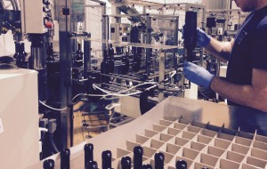 One_by_one_bottling_nitrogen_Castillo_de_Canena_EVOO