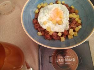 Tartar de Atún con Huevo Frito